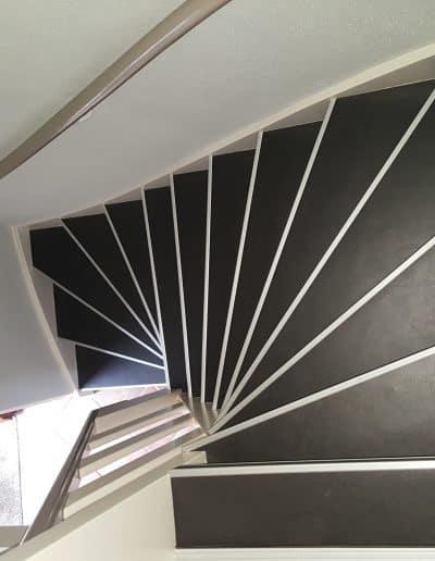 Peter Dob, trap bedekking, trap aankleding